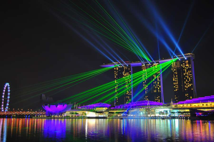 laser lights show at marina bay sands from the view of merlion park