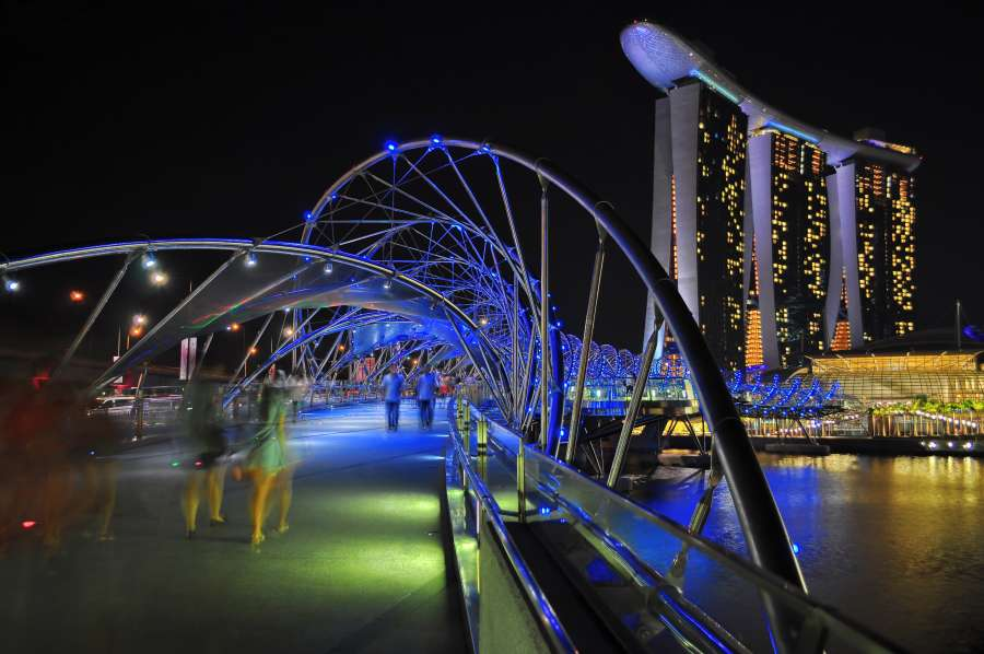 THE HELIX BRIDGE AT MARINA BAY SANDS