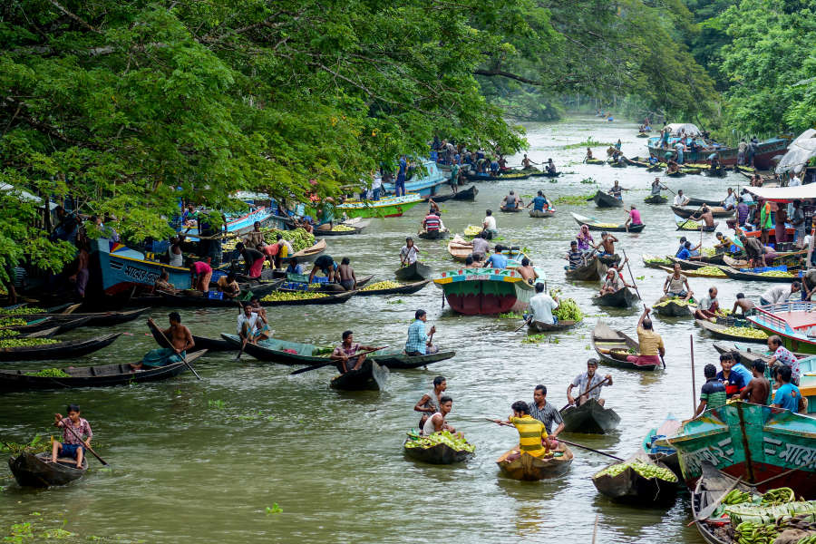 Floating market in Bangladesh .